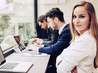 woman confident in a job well done thanks to meetingone support